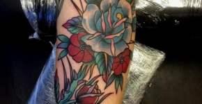Tatuaje rosas azules