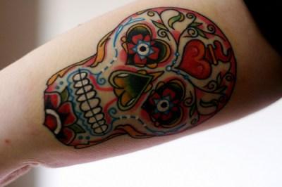 Tatuaje calavera decorada