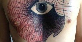 Tatuaje ojo pecho