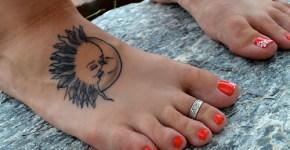 Tatuaje sol y luna pie