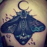 Tatuaje mariposa oscura
