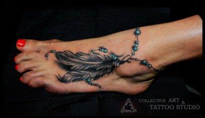 Tatuaje plumas pie