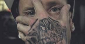 Tatuaje media calavera
