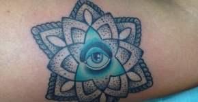 Tatuaje flor geométrica