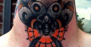 Tatuaje mariposa gris