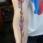 Tatuaje flecha de colores