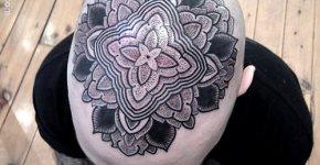 Tatuaje floral en la cabeza