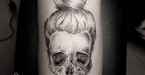 Tatuaje calavera con moño