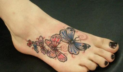 Tatuajes de mariposas en el pie