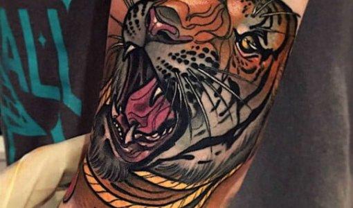 Tatuaje de tigre rugiendo