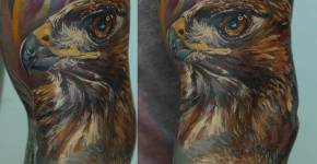 Tatuaje águila en la pierna