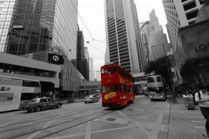 Doppeldeckerbus im Zentrum von Hong Kong