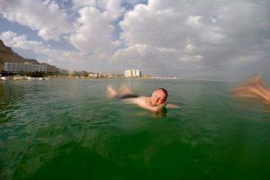 Totes Meer - Marcel lässt sich treiben