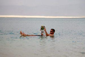 Totes Meer - Ricardo lässt sich treiben