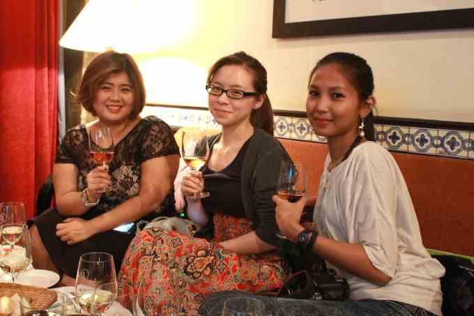 Wine_Talk_blogger_event_ladies_with_wine