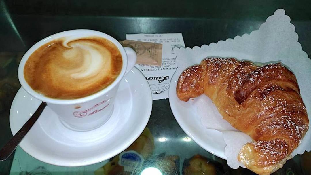 Linari-cappuccino-cornetto