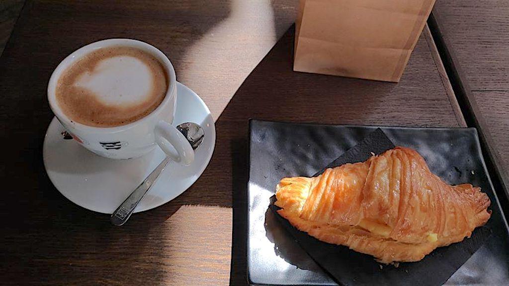 Freeda Roma - cappuccino e cornetto
