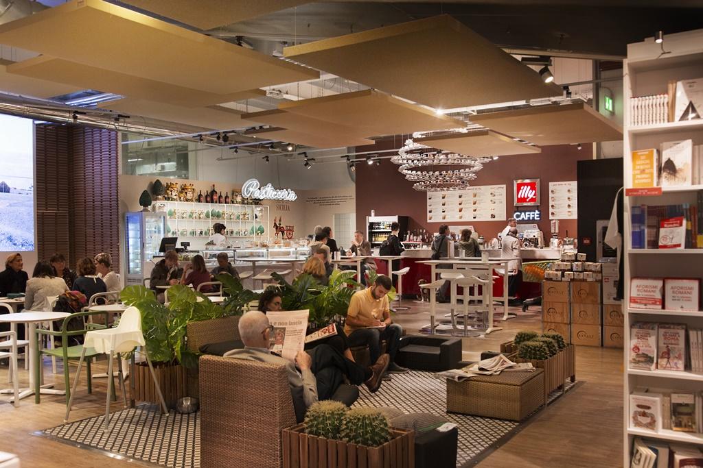 Eataly - Nuova Piazza piano Terra con arredi Ikea