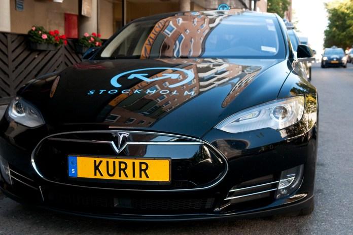 Kurir Tesla S