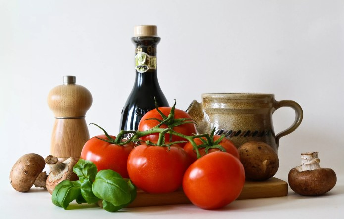healthy foods help protect the skin