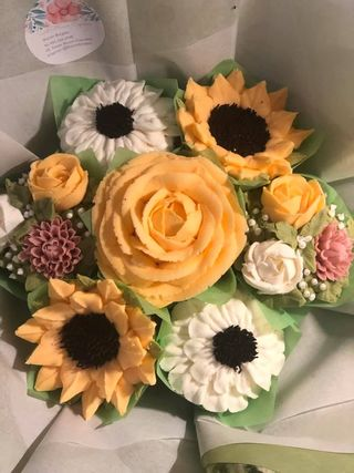Taylor Made Cake Courses, Taylor made. Taylor made cakes, learn how to pipe buttercream flowers, learn piping from home, the Taylor made way, piping tutorial, online piping tutorials, buttercream flowers, floral buttercream cupcakes, buttercream flowers