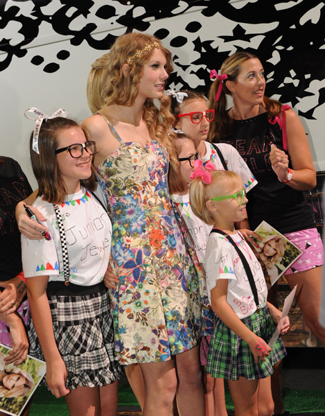 Taylor swifts 13 hour meet greet 2010 taylor swift indonesia httpsi1wptaylorpictures m4hsunfo
