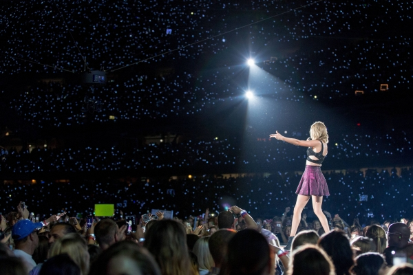 Massive crowd at The 1989 World Tour.