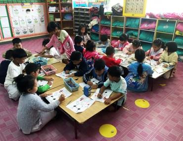 Students Colouring www.taylorstracks.com