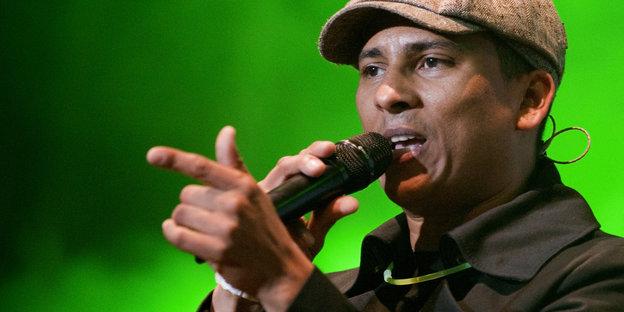 Sänger Xavier Naidoo singt