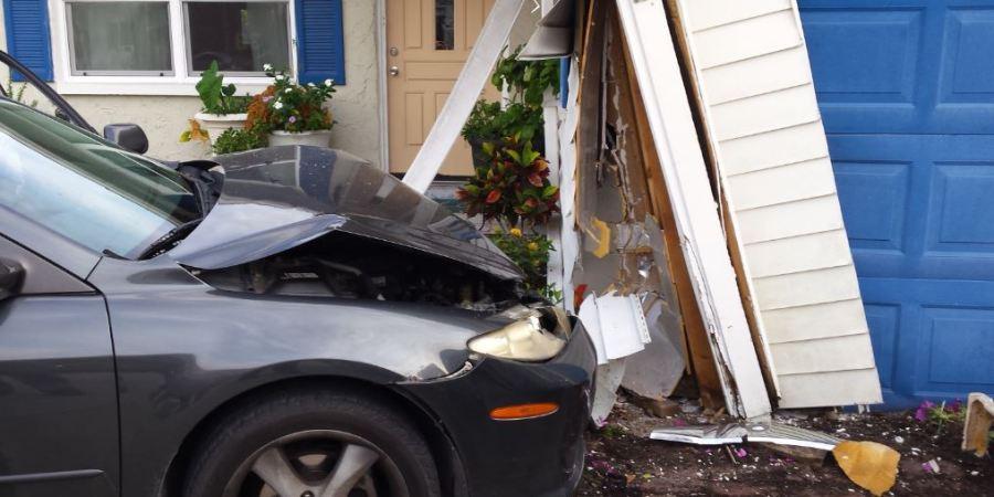 Pinellas Park | Pinellas Park Police | Car Hits House