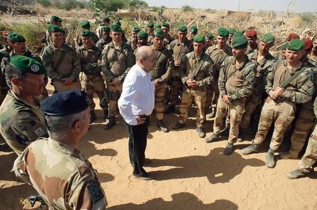 La France envoie des renforts militaires au Niger après une «attaque terroriste» qui a fait 16 morts et 18 blessés parmi les militaires nigériens