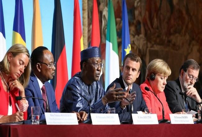 Le Président français Emmanuel Macron veut «examiner» les demandes d'asile des migrants dès le Tchad et le Niger