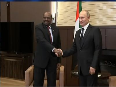 En visite en Russie, Omar el-Béchir demande à Poutine une protection du Soudan contre les États-Unis