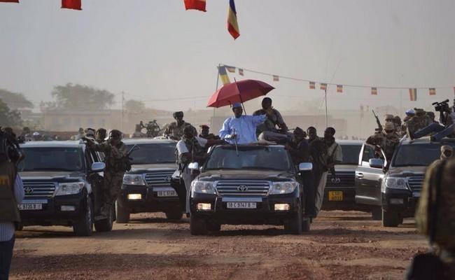 Au Tchad, écoles, universités, hôpitaux, … fermés depuis 6 semaines, mais Idriss Déby s'en moque et aurait acheté 200 véhicules militaires