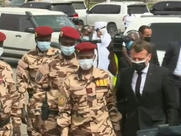 Aux obsèques du président Idriss Déby, Macron promet que la France ne laissera personne menacer le Tchad