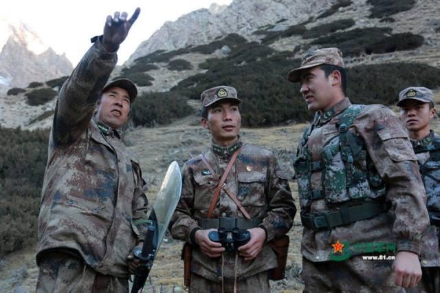 ทหารชายแดนจีนลาดตระเวน ท่ามกลางภูมิประเทศสุดหฤโหด