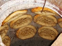 หนาง(馕)หนางเป็นแป้งอบชนิดหนึ่งที่ชาวซินเจียงนิยมทาน