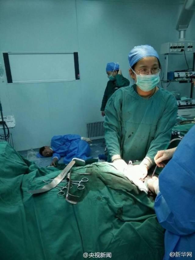 หมอจีนสลบคาห้องผ่าตัด หลังทำงานติดต่อกันนาน 40 ชั่วโมง