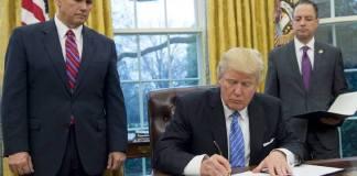 ทรัมป์ทำจริง! เซ็นชื่อถอนตัวสหรัฐฯออกจาก 'TPP'แล้ว