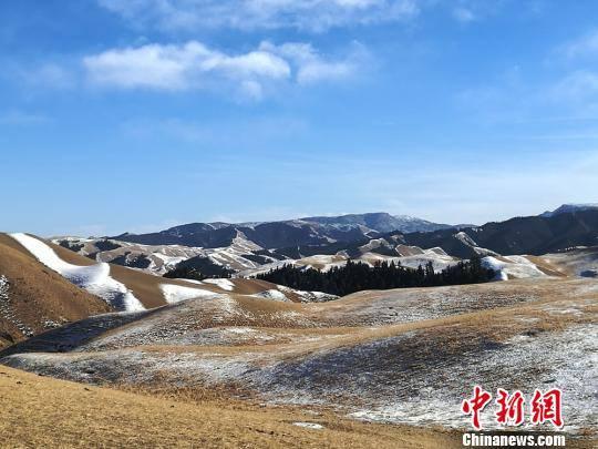 สวยดั่งภาพวาด! ดินแดนที่มีหิมะตกทั้งปีในกานซู่