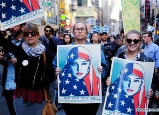 ไม่ยอม! ชาวนิวยอร์กนับพันรวมตัวประท้วงต่อต้านประธานาธิบดีทรัมป์ไม่ยอม! ชาวนิวยอร์กนับพันรวมตัวประท้วงต่อต้านประธานาธิบดีทรัมป์