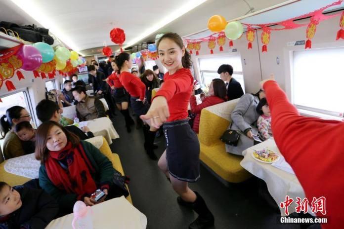 การเดินทางอันน่ารื่นรมย์! งานฉลองเทศกาลหยวนเซียวบนรถไฟ