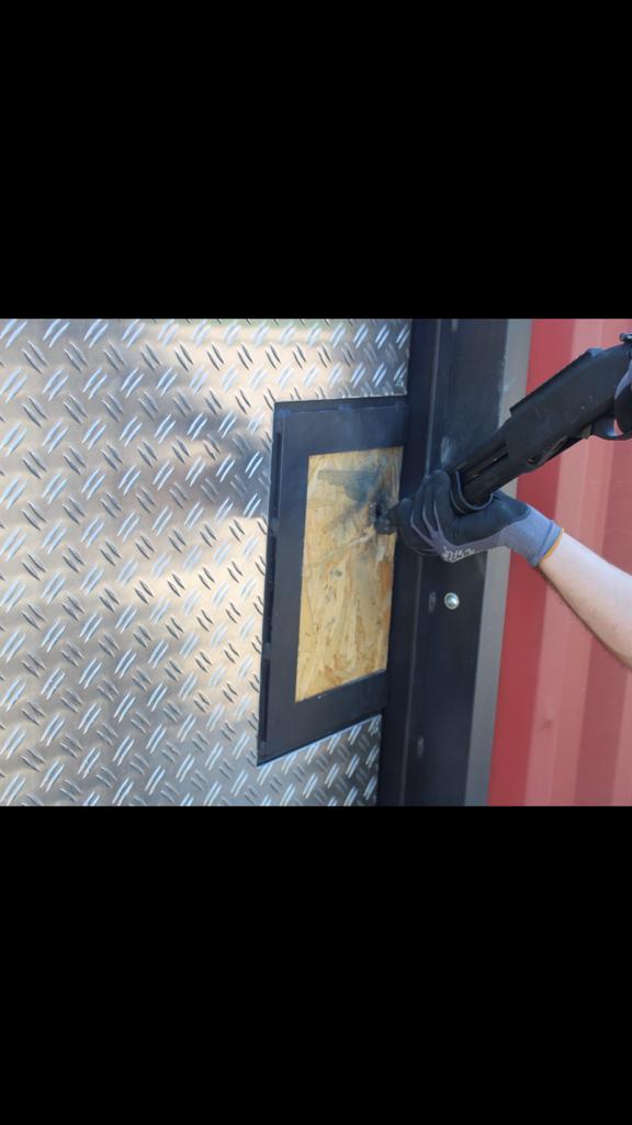Breaching - Türöffnung mit Schrotflinte