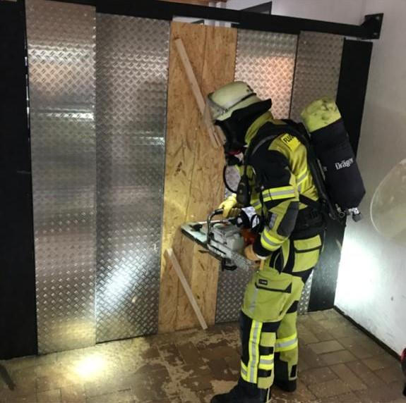 TCRH Mosbach: Türöffnung (Breaching) im Gebäude 5