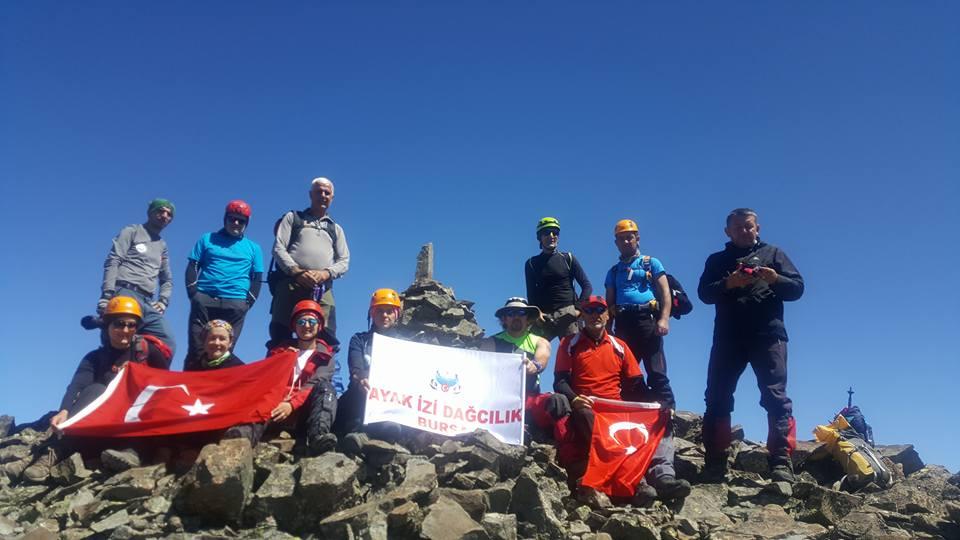 Ayak İzi Dağcılık ve Doğa Sporları Kulübü Mezovit Dağı zirve tırmanışını gerçekleştirdi.