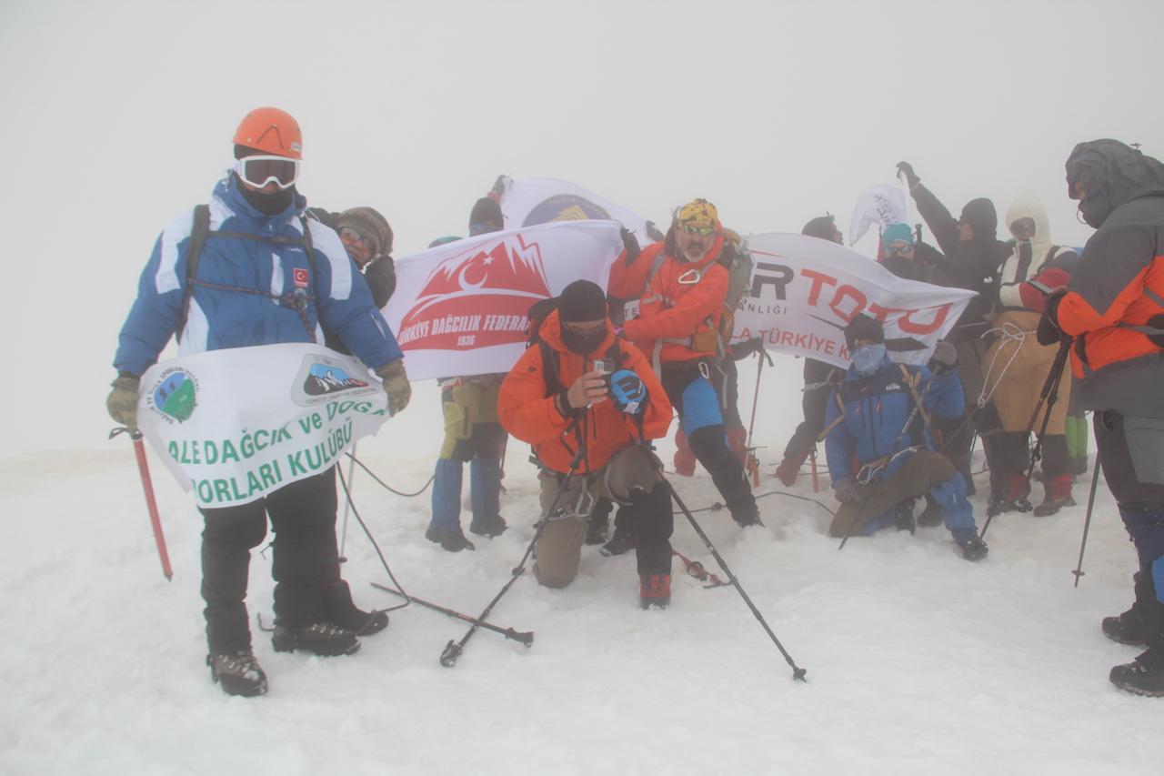Çanakkale Zaferimizin 103. Yıl Dönümü adına Davras Dağı 4. Gelenesel Kış Tırmanış başarıyla tamamlandı.