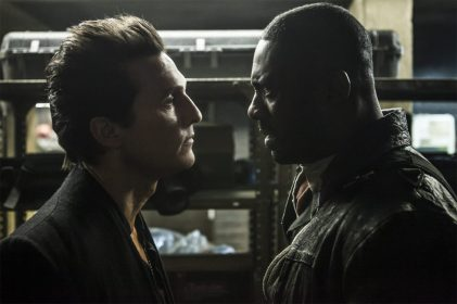 Walter (Matthew McConaughey) si Roland (Idris Elba) in THE DARK TOWER.