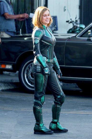 BRIE LARSON În Armura Completă A Lui CAPTAIN MARVEL super-eroina fantastică ce va apărea şi în Avengers 4.
