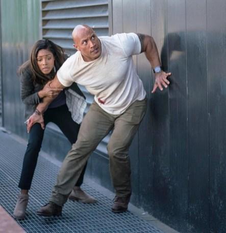 Rampage: Dwayne Johnson (Davis Okoye) si Naomie Harris