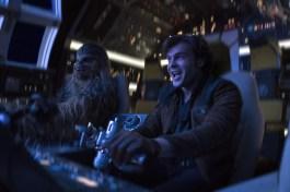 Han Solo si Chewbacca in Millennium Falcon